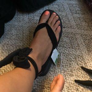 Sanuk slinged up yoga sandals BRAND NEW never worn
